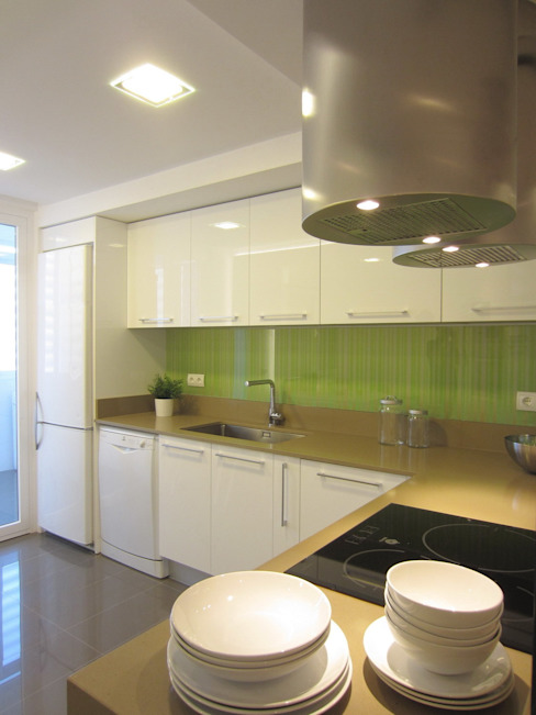 Una cocina transparente y luminosa teese interiorismo Cocinas de estilo moderno