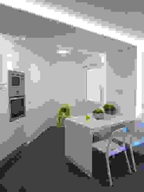 Cucina moderna di teese interiorismo Moderno