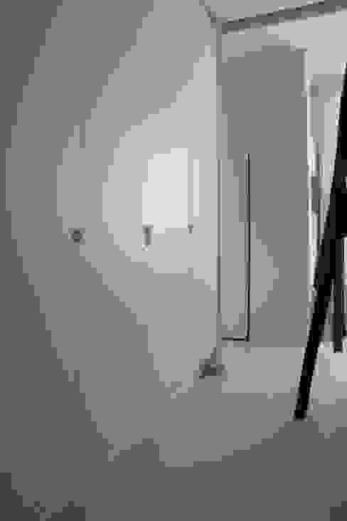 Moderne kleedkamers van Miaow Design Modern