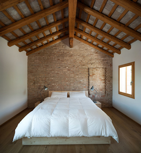Modern style bedroom by Massimo Galeotti Architetto Modern Bricks
