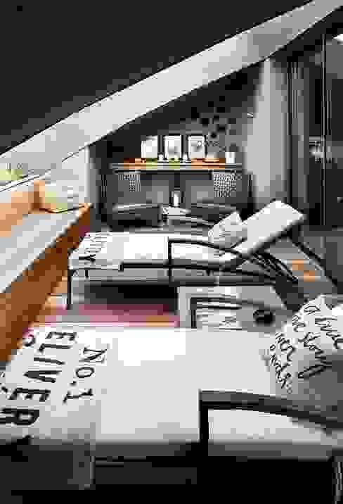 TERRACE Moderne woonkamers van Esra Kazmirci Mimarlik Modern
