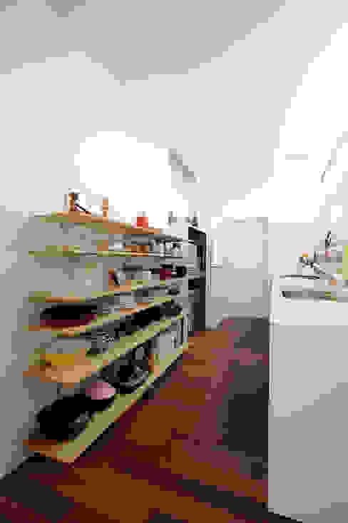 Cocinas de estilo  por オオハタミツオ建築設計事務所,