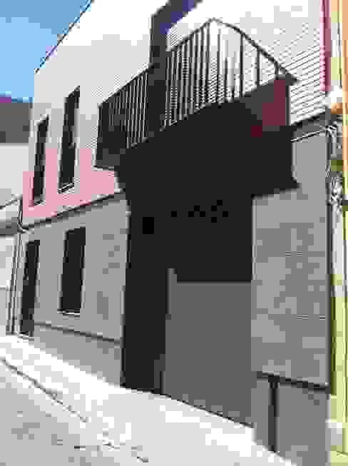 FACHADA DESDE CALLE ABAJO miguel cosín Casas clásicas