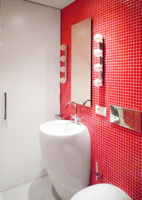 Red Bathroom - Loft Barcelona | 08023 Arquitectos Baños de estilo minimalista de 08023 Architects Minimalista