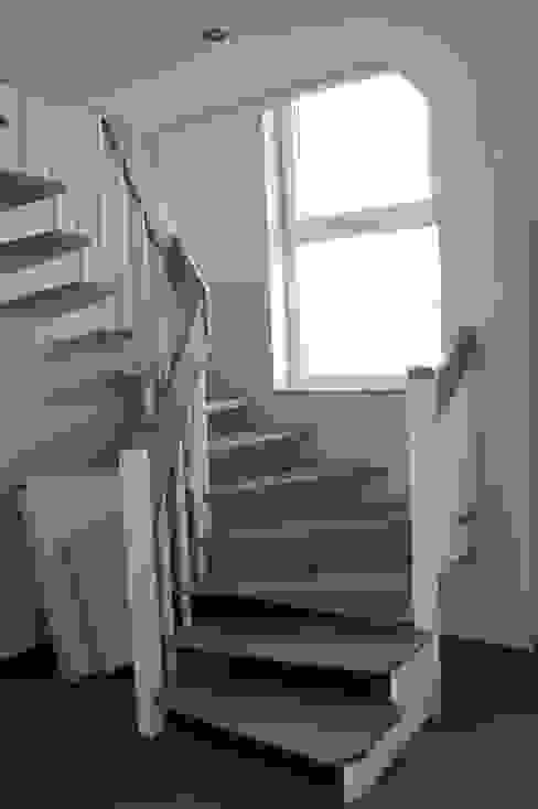 Treppe Moderner Flur, Diele & Treppenhaus von Heinrich Blohm GmbH - Bauunternehmen Modern