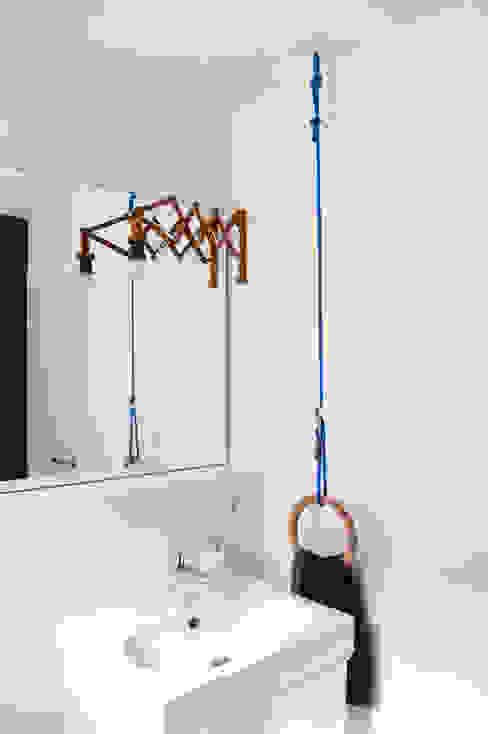 現代浴室設計點子、靈感&圖片 根據 Kristina Steinmetz Design 現代風