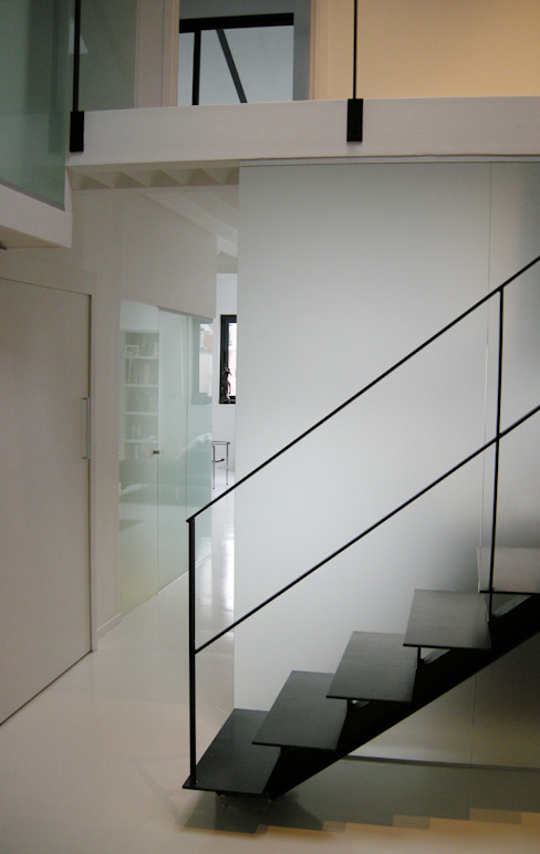 Modern Corridor, Hallway and Staircase by Barbara Sterkers , architecte d'intérieur Modern