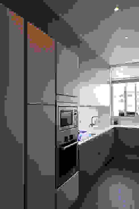 Nhà bếp phong cách hiện đại bởi Barbara Sterkers , architecte d'intérieur Hiện đại