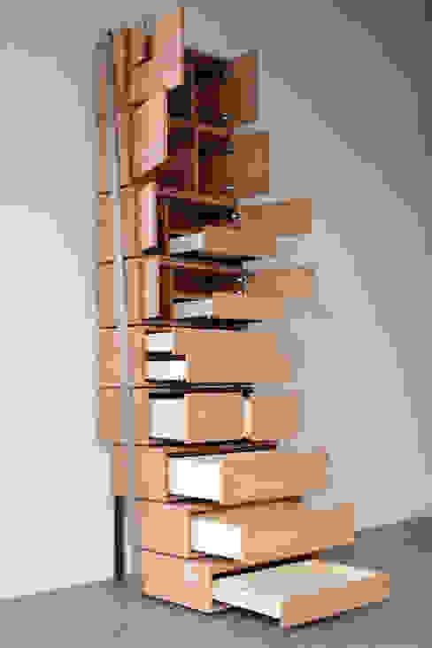 di Danny Kuo Design Moderno