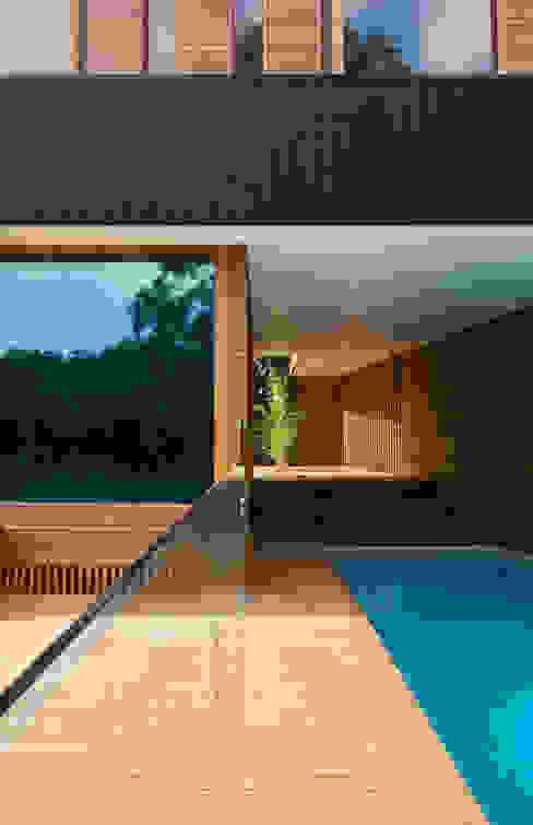 Pool by CHROFI, Modern