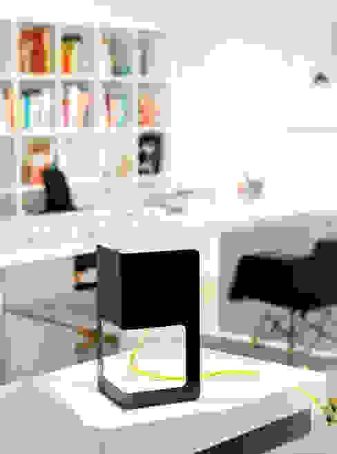 Minima Color Negro de Massmi Moderno