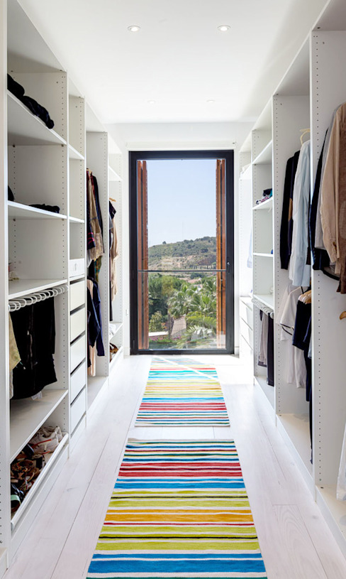 Dressing room by 08023 Architects, Mediterranean
