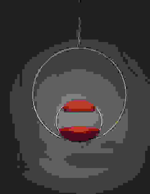 Hanging Hoop Chair de Lee Broom Moderno