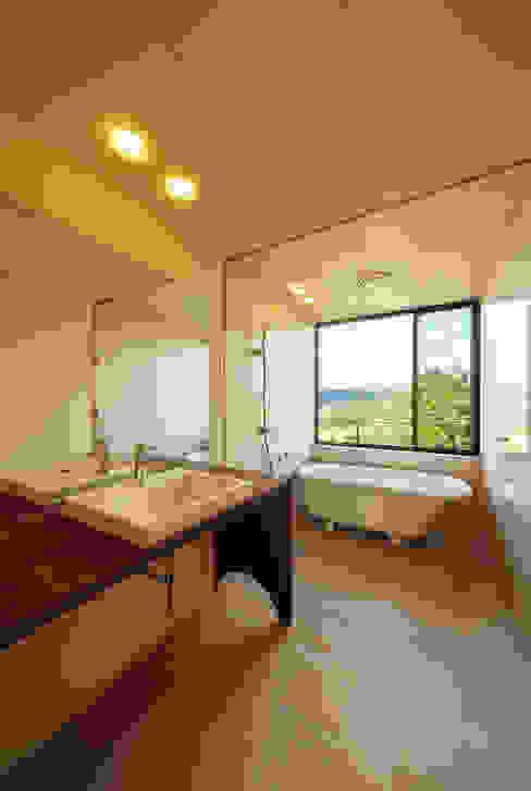 玄燈舎 傳寶慶子建築研究所 モダンスタイルの お風呂