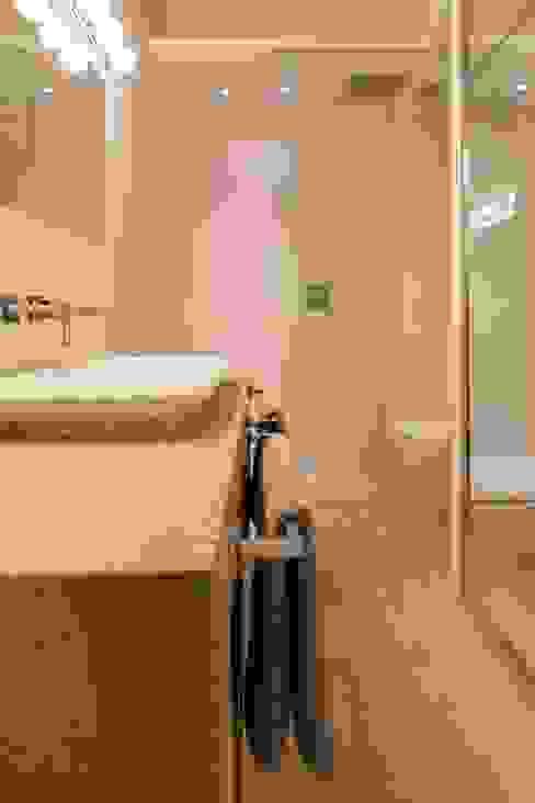 Maison de village Salle de bain moderne par ATELIER WM Moderne