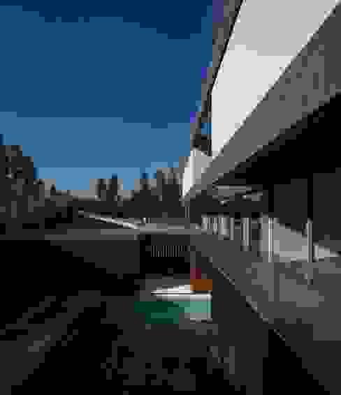 BE House Casas modernas: Ideas, imágenes y decoración de spaceworkers® Moderno