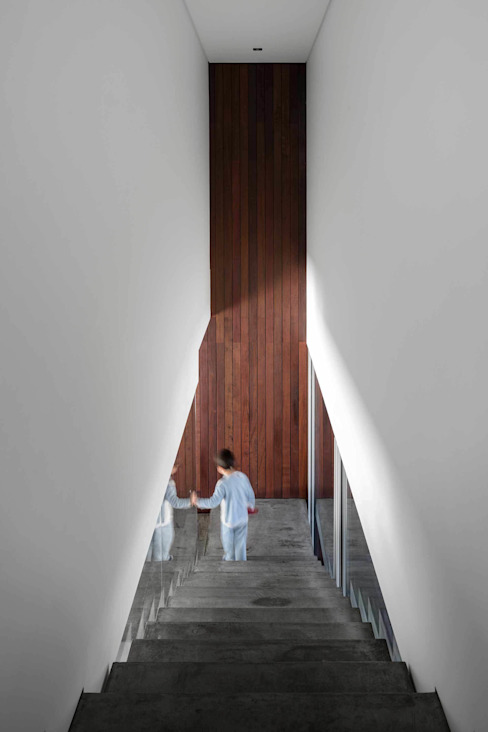 BE House Modern Corridor, Hallway and Staircase by spaceworkers® Modern