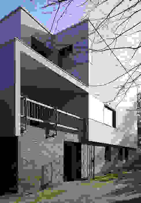Eingangsfassade nachher: modern  von boehning_zalenga  koopX architekten in Berlin,Modern