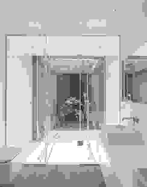 Casa de Sambade Casas de banho modernas por spaceworkers® Moderno