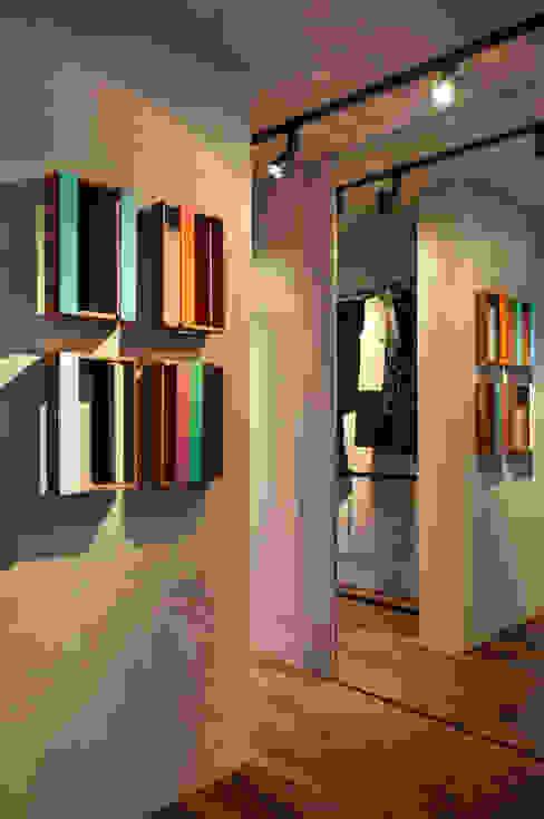 Closets  por Gisele Taranto Arquitetura