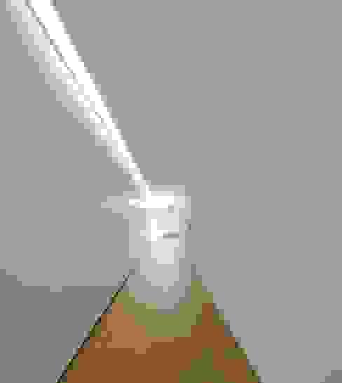 Sambade House Couloir, entrée, escaliers modernes par spaceworkers® Moderne