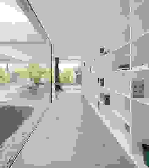 Casa de Sambade spaceworkers® Corredores, halls e escadas modernos