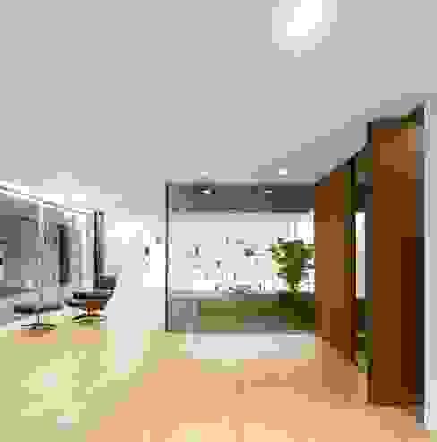 Sambade House Salon moderne par spaceworkers® Moderne