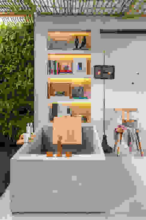 Phòng tắm phong cách hiện đại bởi Gisele Taranto Arquitetura Hiện đại