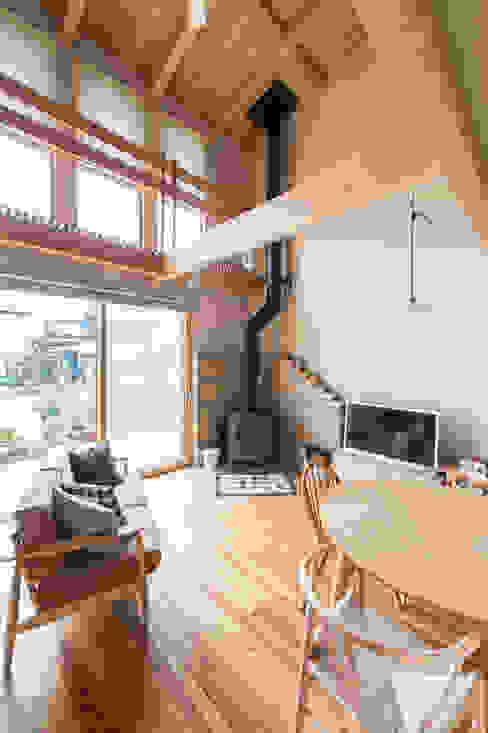 Sola sekkei koubou Pasillos, vestíbulos y escaleras de estilo minimalista