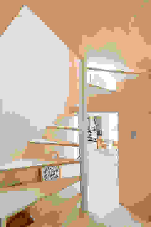 KUMAGAI HOUSE: hiroshi kuno + associatesが手掛けた廊下 & 玄関です。,ミニマル