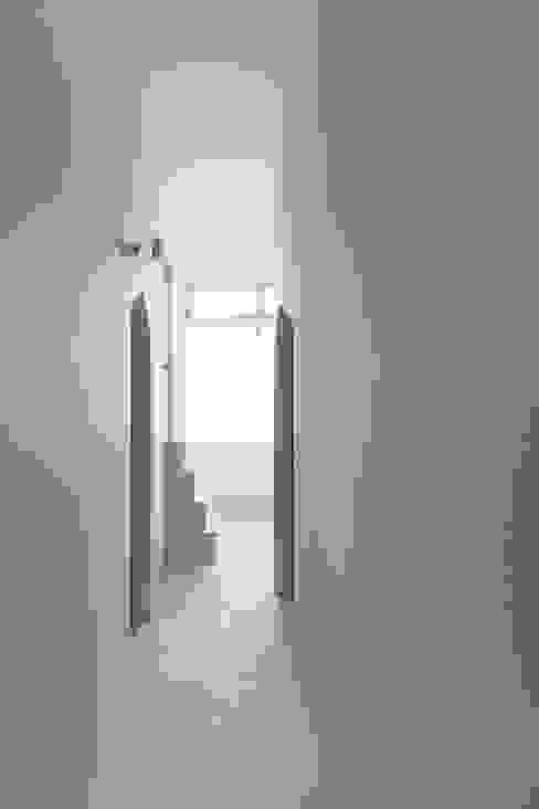Moon オリジナルな 家 の FUMIASO ARCHITECT & ASSOCIATES/ 阿曽芙実建築設計事務所 オリジナル