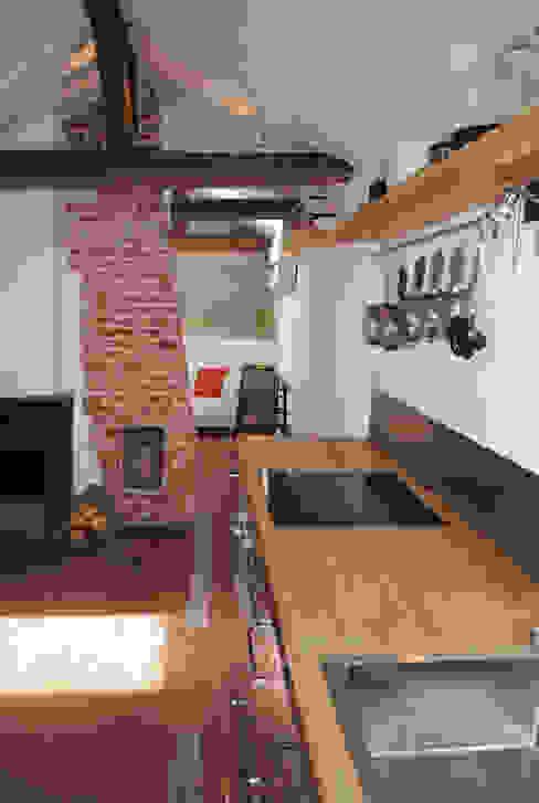 APARTMENT IN PARIS Modern kitchen by Atelier UOA Modern