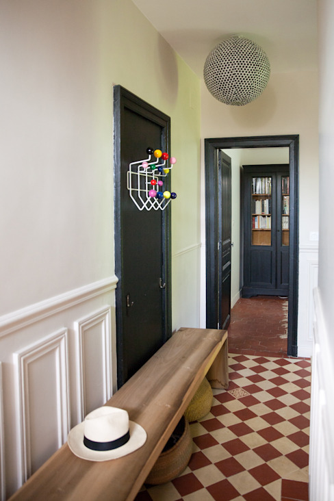 Eclectic style corridor, hallway & stairs by mllm Eclectic