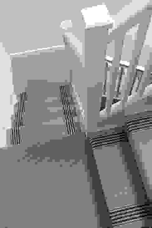 Flaxman & Fulham Quartz Roger Oates Design Modern corridor, hallway & stairs