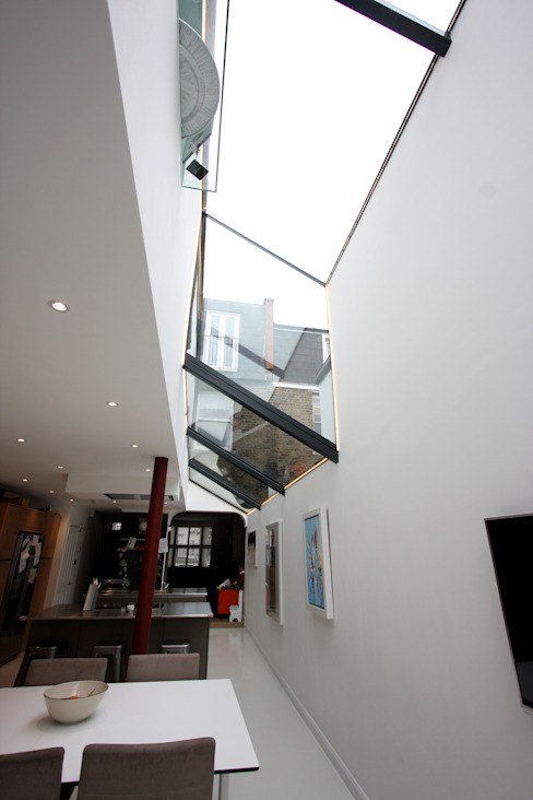 Living room by IQ Glass UK,