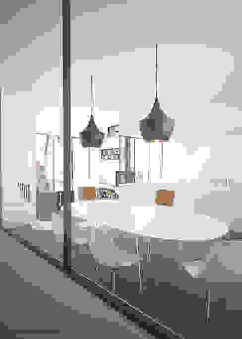Кухня в стиле модерн от BAPTISTE LEGUÉ Модерн