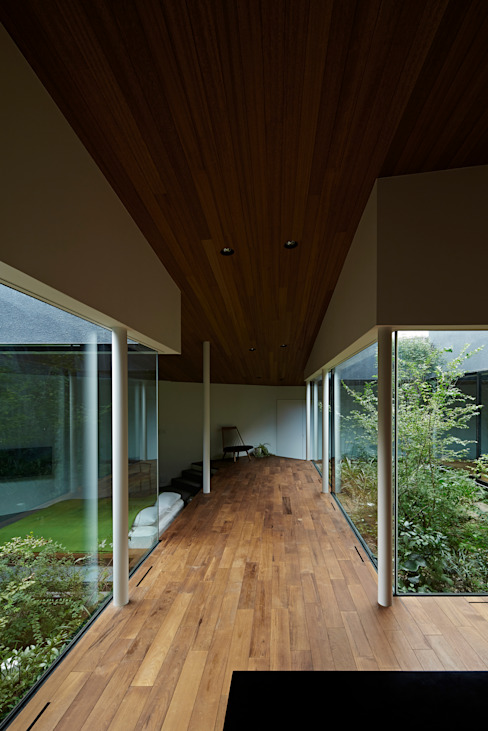 House in Higashimurayama Modern Corridor, Hallway and Staircase by 石井秀樹建築設計事務所 Modern