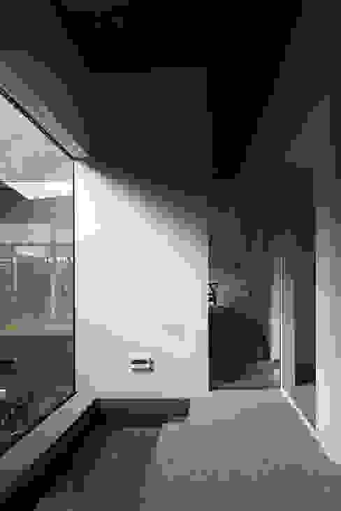 Flur & Diele von 石井秀樹建築設計事務所, Modern