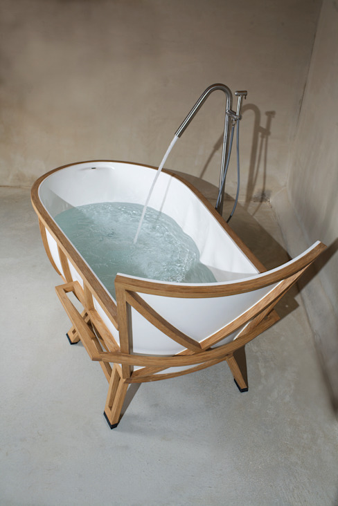 EVOLUTION BATHTUB: modern  door House of Thol, Modern