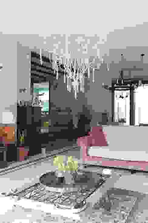 غرفة المعيشة تنفيذ Orkun İndere Interiors, بلدي