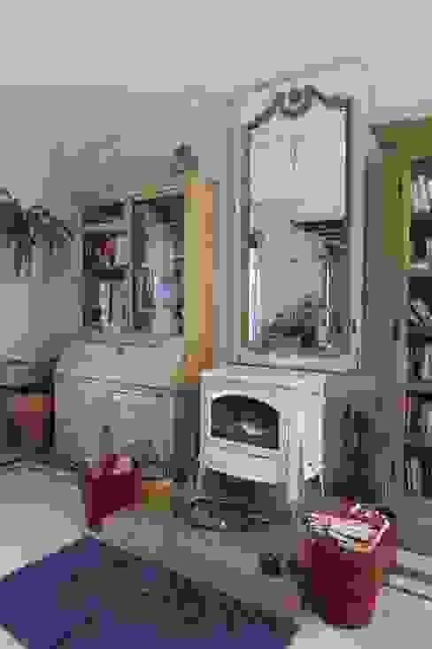 Provence Villa in İstanbul Гостиная в стиле кантри от Orkun İndere Interiors Кантри