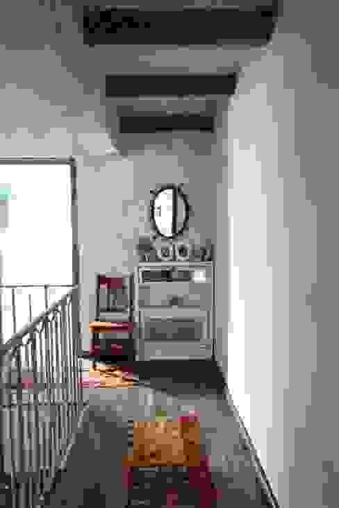 Provence Villa in İstanbul Kırsal Koridor, Hol & Merdivenler Orkun İndere Interiors Kırsal/Country