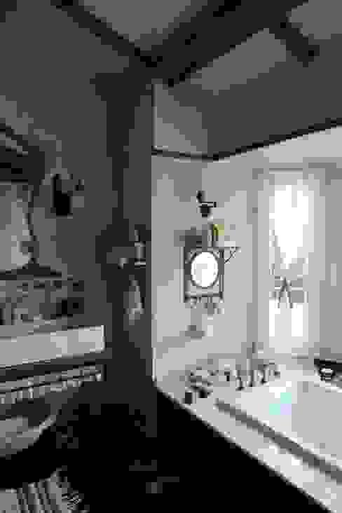 Orkun İndere Interiors:  tarz Banyo,