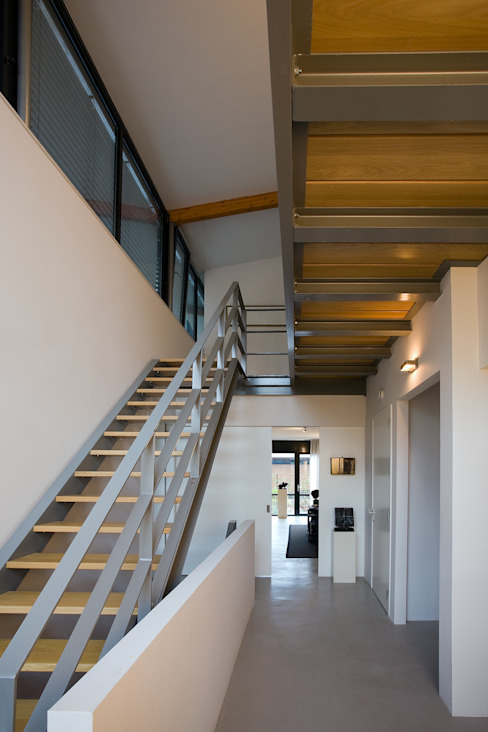 Modern Corridor, Hallway and Staircase by Cita architecten Modern