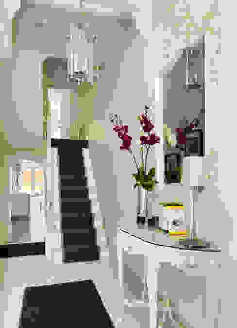 Camberwell Victorian House Коридор, прихожая и лестница в модерн стиле от My Bespoke Room Ltd Модерн