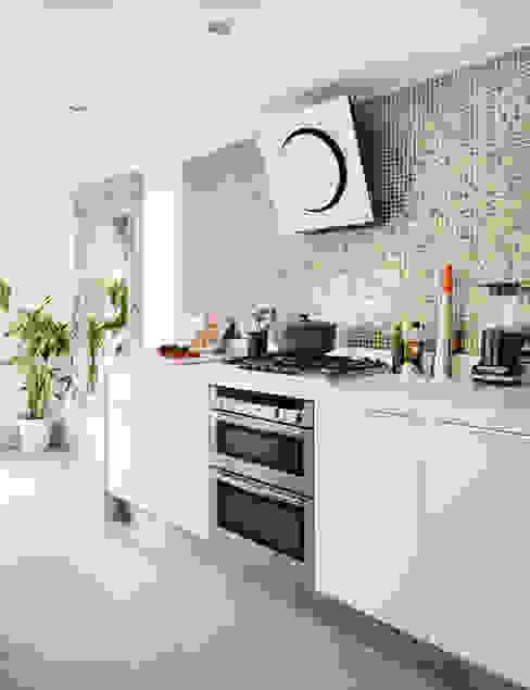 Camberwell Victorian House Кухня в стиле модерн от My Bespoke Room Ltd Модерн