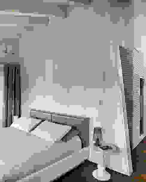 Quartos modernos por Studio d'Architettura MIRKO VARISCHI Moderno