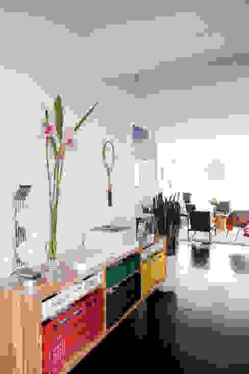 Salas / recibidores de estilo  por Mauricio Arruda Design, Ecléctico