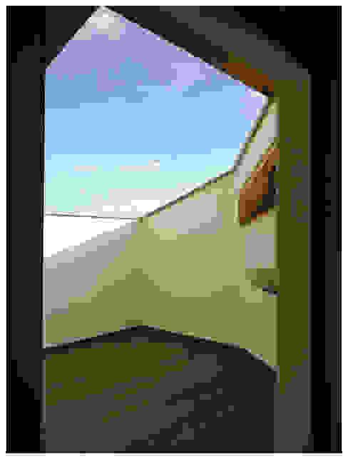 casa Di Donato: Terrazza in stile  di architetto alessandro condorelli, Moderno