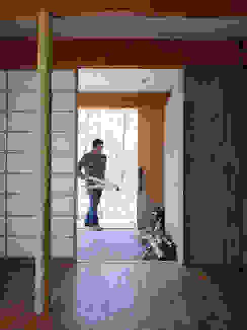 森の住処: すわ製作所が手掛けた窓です。,モダン